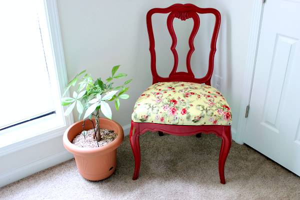 How to Reupholster a Dining Chair Seat + Dumpster Chair Reveal // Budget Girl --- My first try at reupholstering anything. It turned out so much nicer than I imagined! #chair #dining #reupholster #upholstery #decor #furniture
